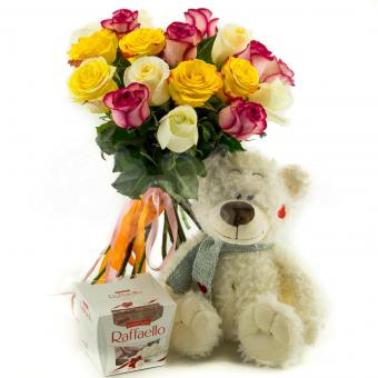 Букет из 15 Эквадорских роз с мягкой игрушкой и конфетами Raffaello
