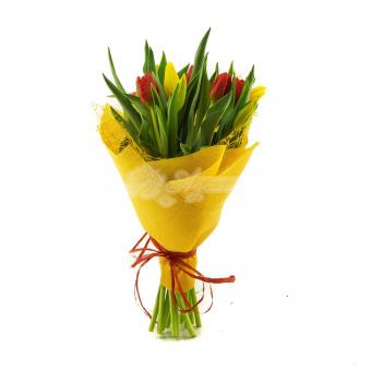 Букет из 11 тюльпанов в упаковке